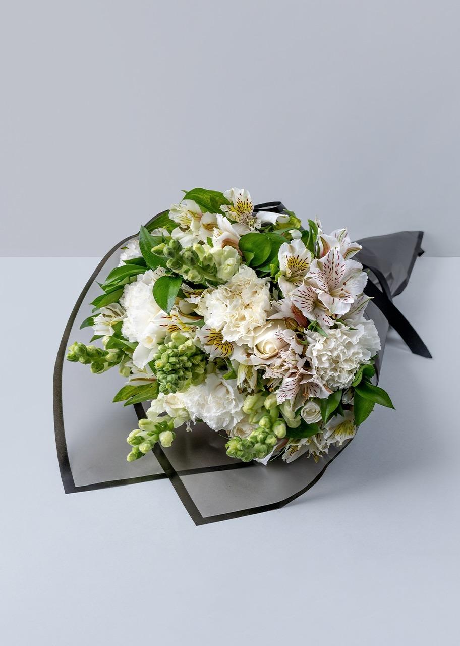 Imagen para Ramo de 6 rosas blancas con claveles - 1