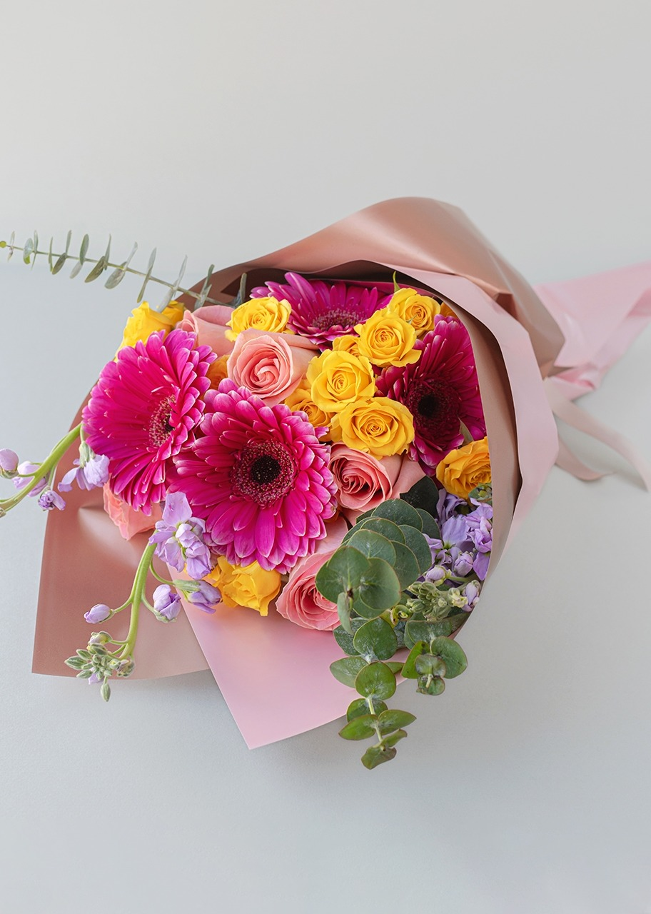 Imagen para Gerbera Daisies and Wallflower Bouquet - 1