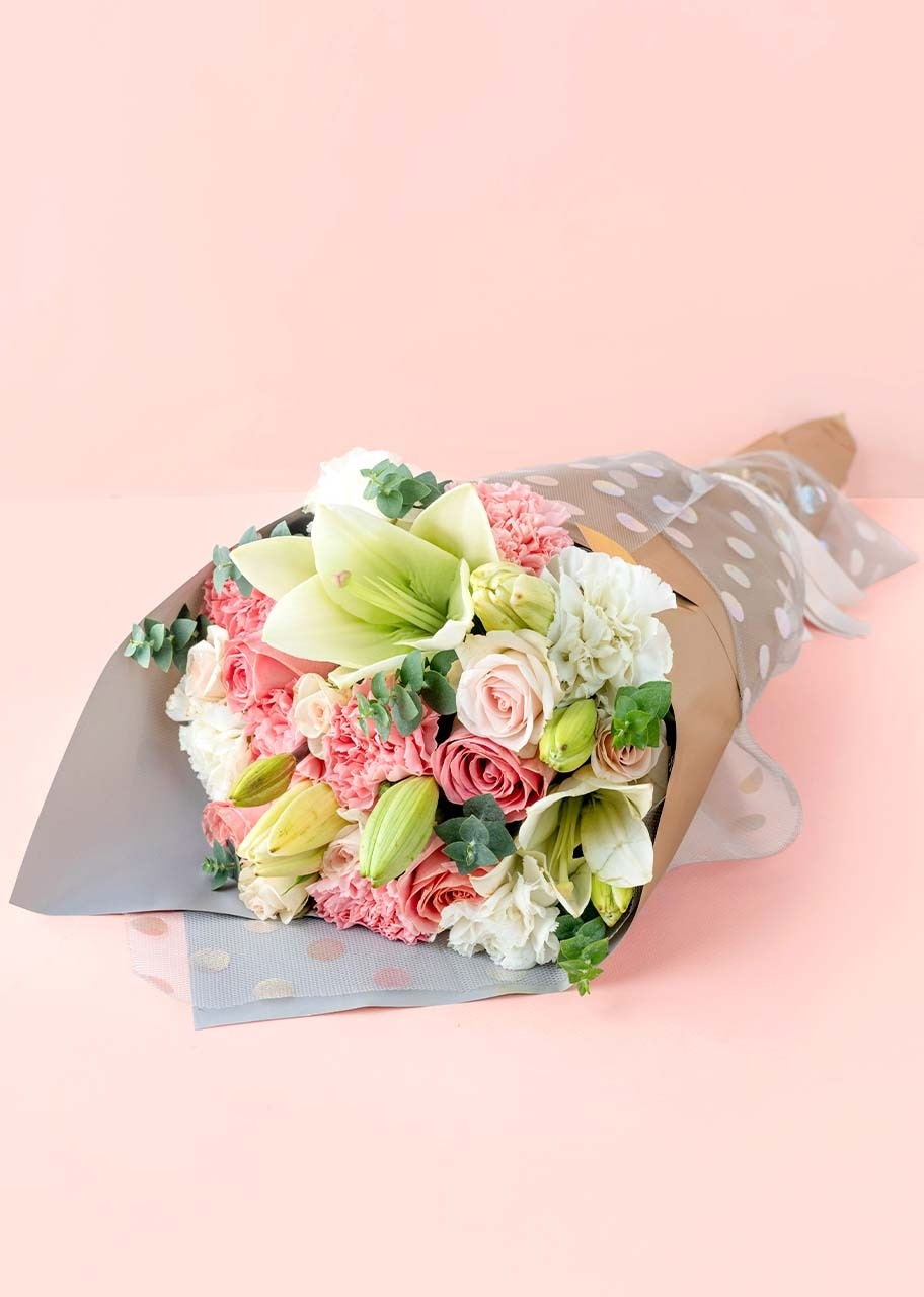 Imagen para Bouquet of beautiful rose and white lilys - 1