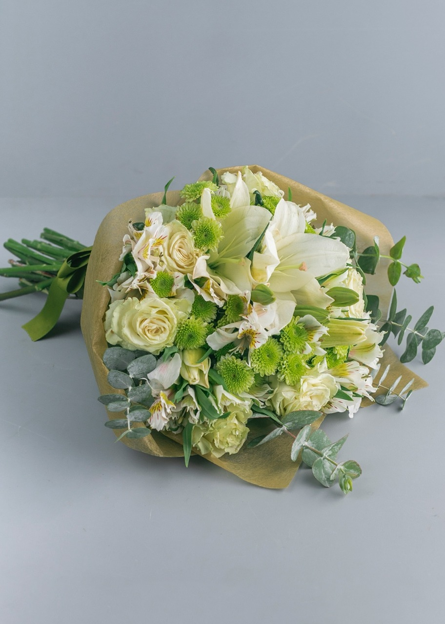 Imagen para White Roses and Daisies Bouquet - 1