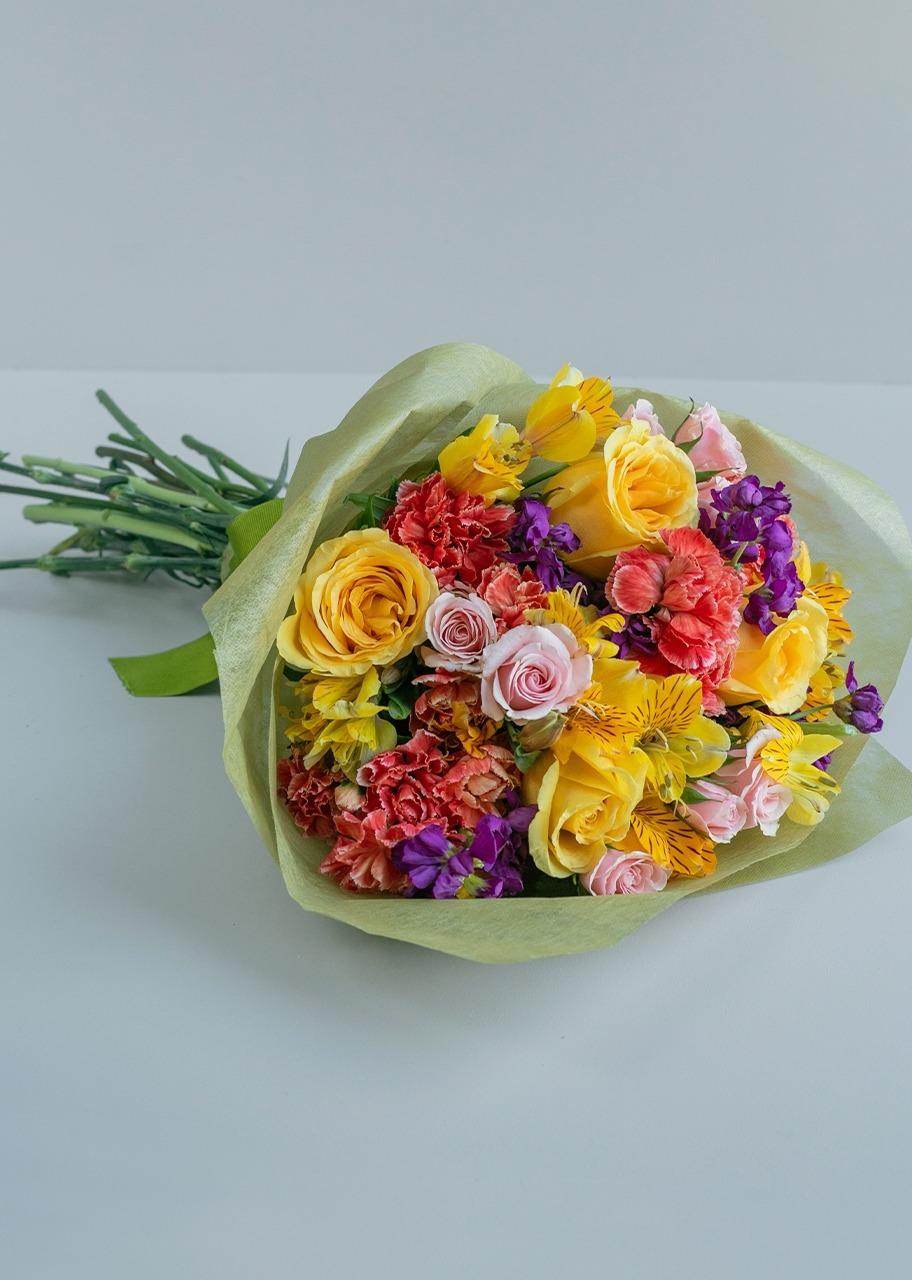 Imagen para Ramo de Rosas amarillas y alhelies - 1
