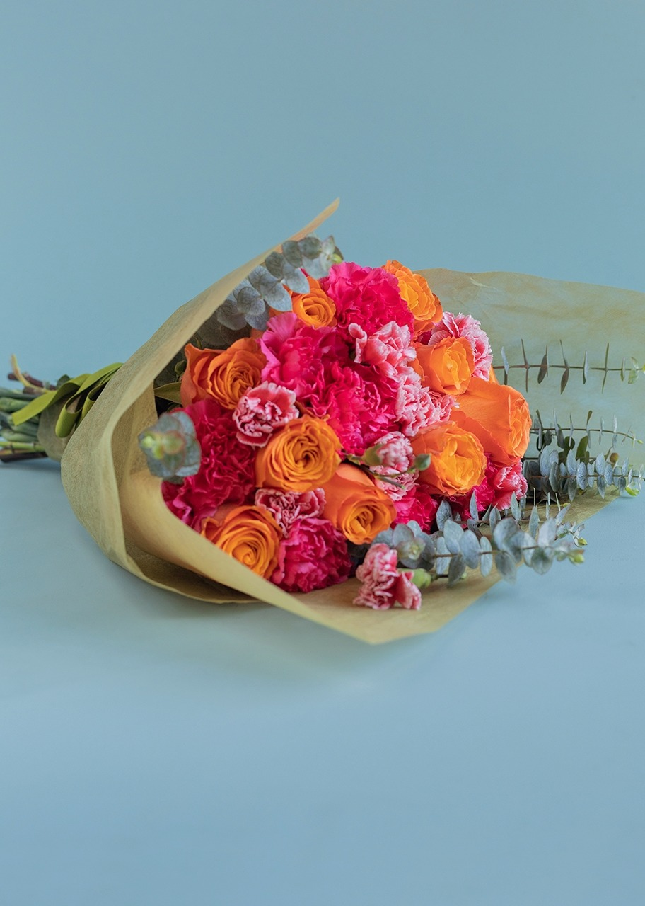 Imagen para 10 Roses and Carnations Bouquet - 1