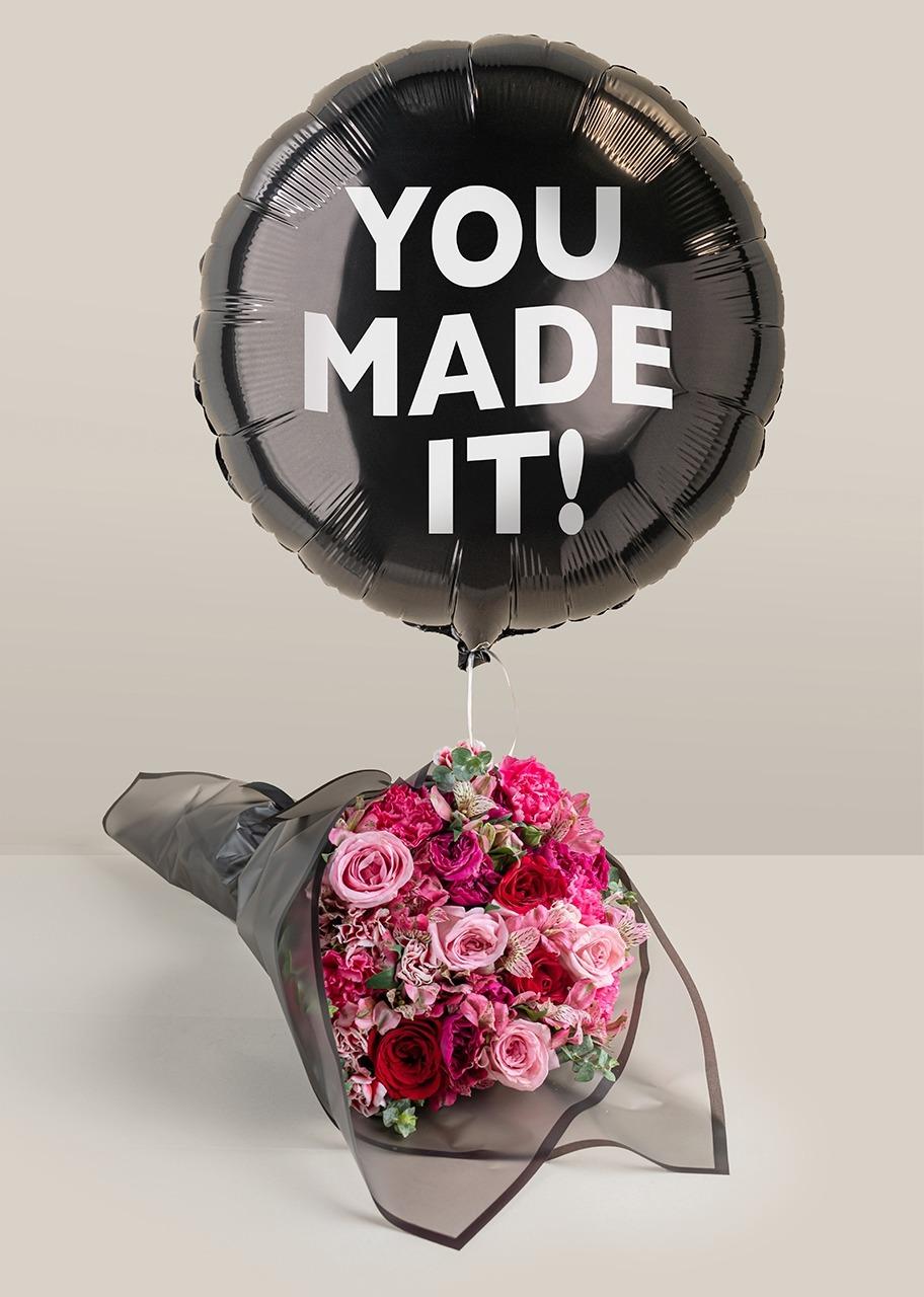 """Imagen para Ramo de mini rosas con Globo negro """"You made it!"""" - 1"""