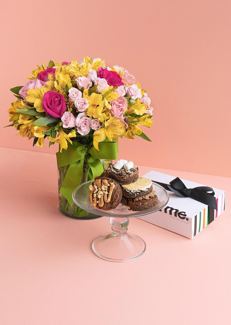 Imagen para Brownies and Mini roses in vase - 1