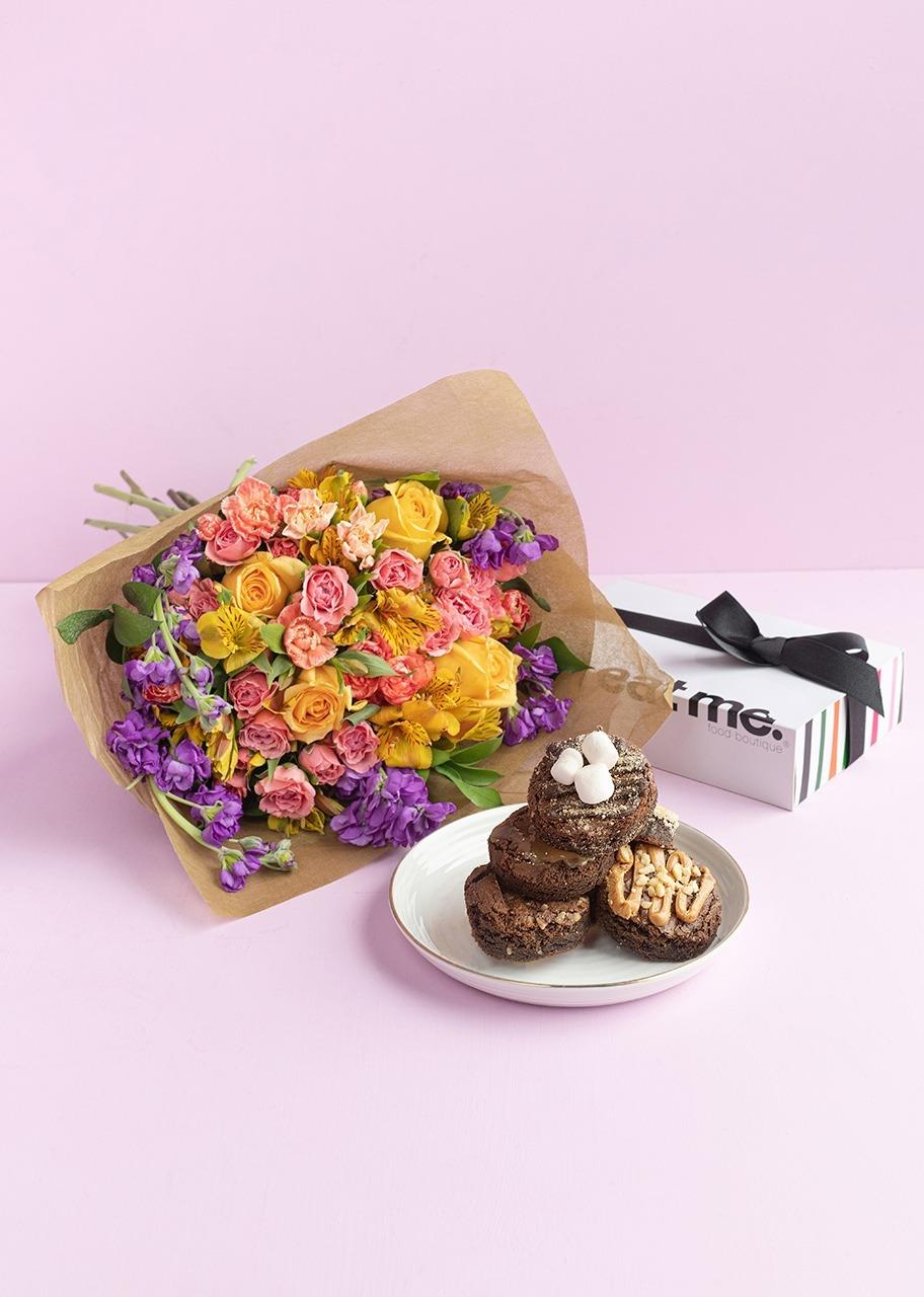 Imagen para Regalo Brownies y ramo de rosas y alhelies - 1