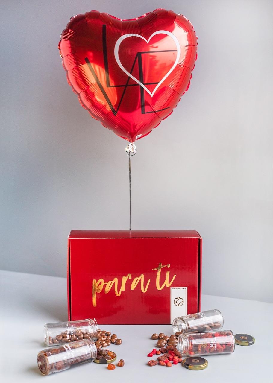 Imagen para Regalo de botanas con globo de amor - 1