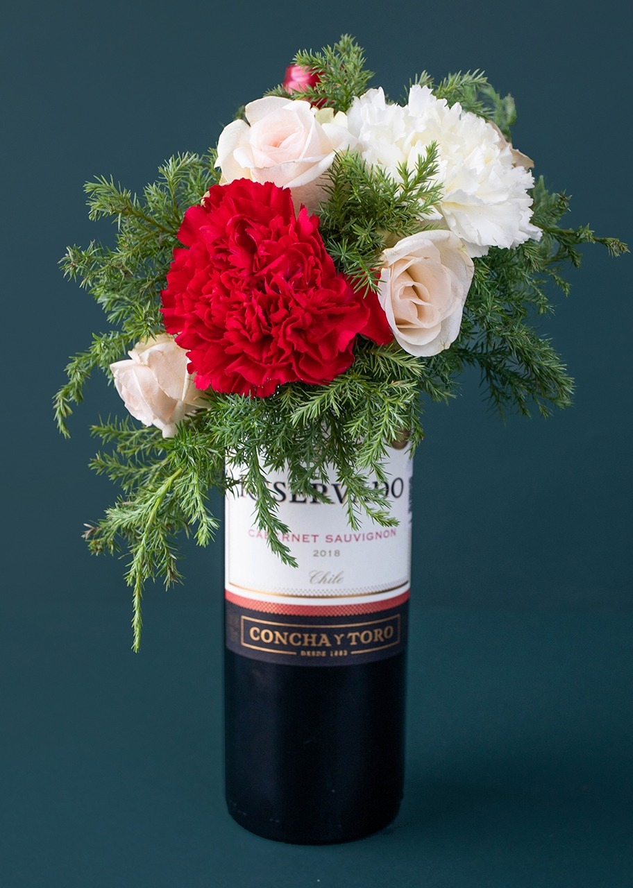 Imagen para Red Wine with Flowers Gift - 1