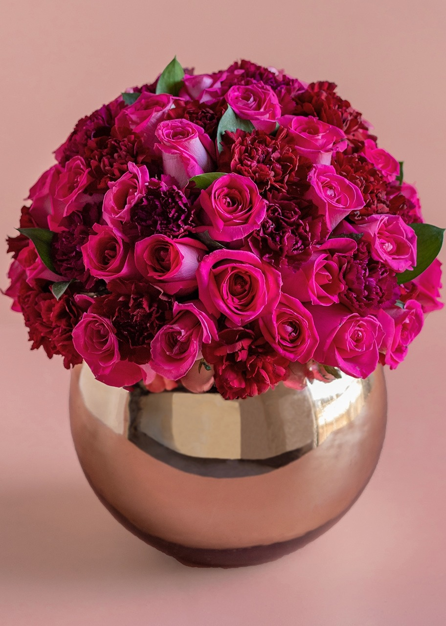 Imagen para 42 Pink Roses and Carnations with Base - 1