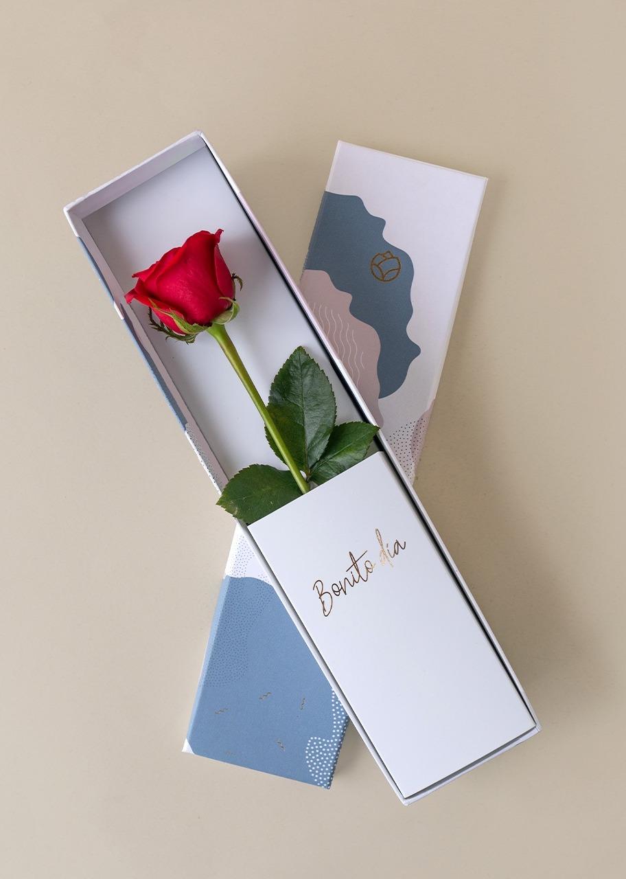 Imagen para Rosa roja en caja julieta - 1