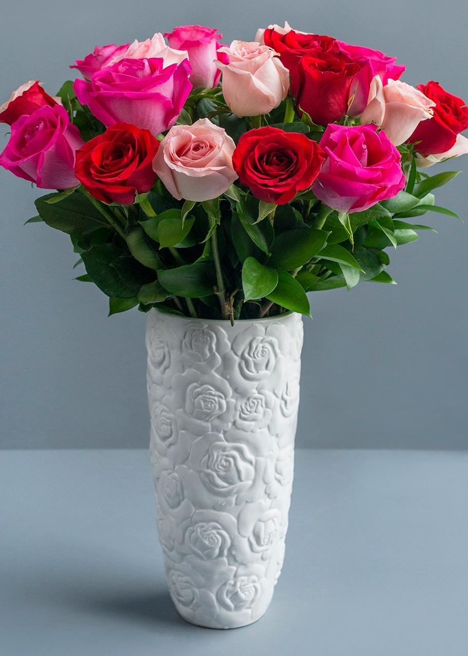 Imagen para 24 Rosas Combinadasen Jarrón de Cerámica - 1