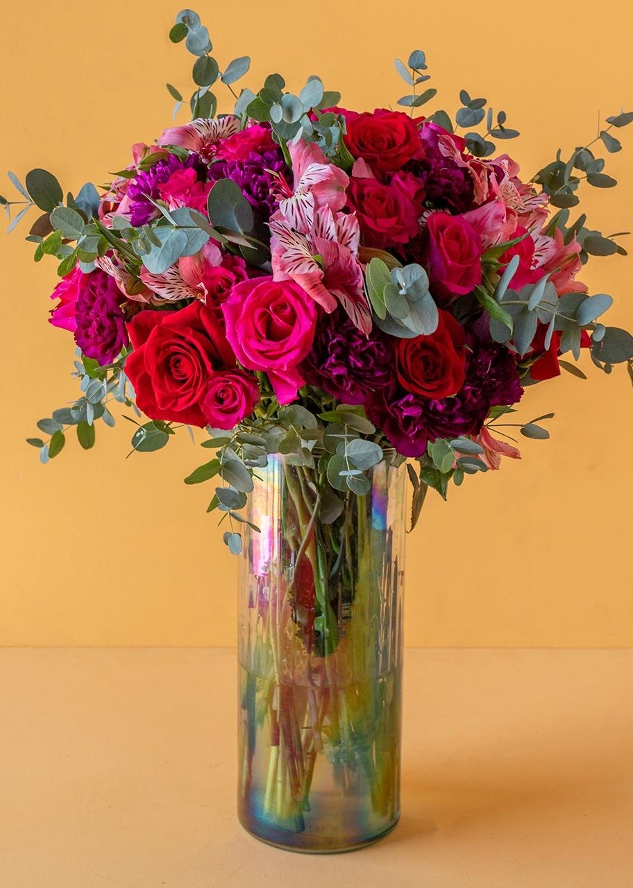 Imagen para Rosas Fiusha y Rosas Rojas en jarrón tornasol - 1