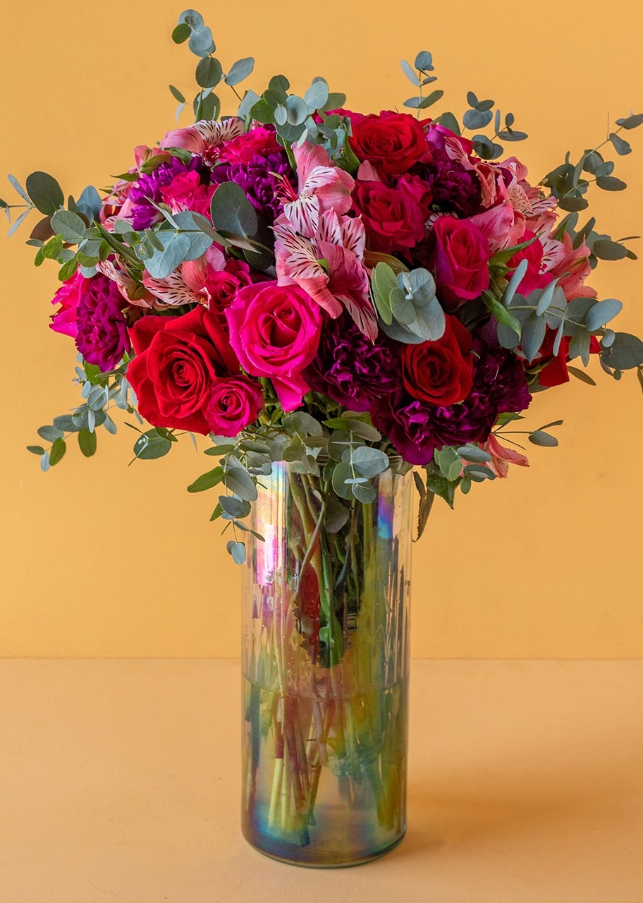 Imagen para Fiusha and Red Roses in litmus vase - 1