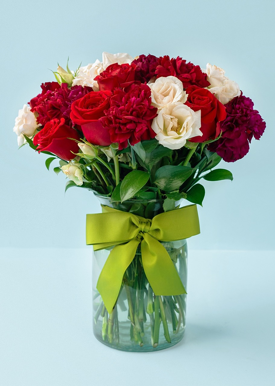 Imagen para Red Roses and Carnations in Vase - 1