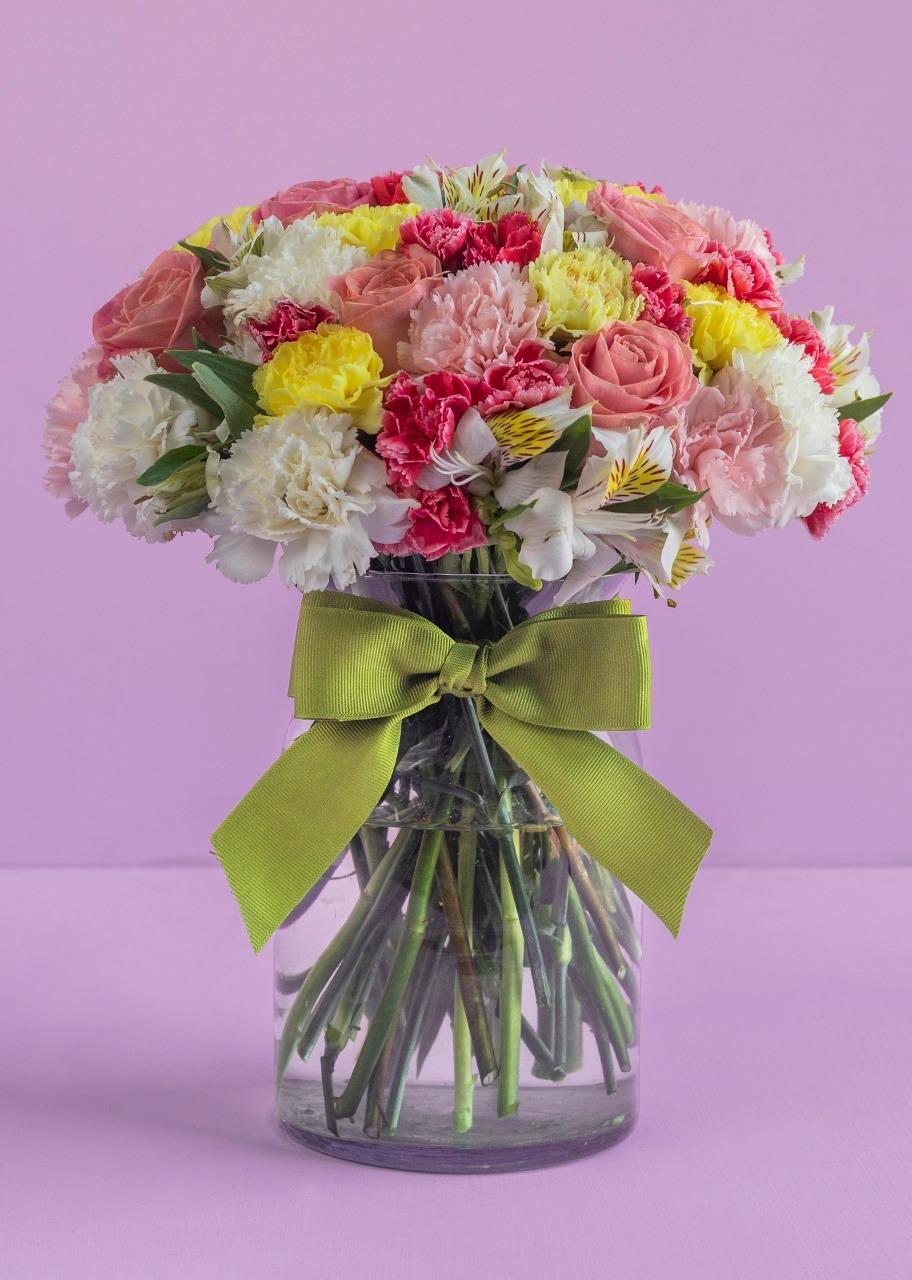 Imagen para Rosas Rosas y Alstroemerias en Jarrón - 1