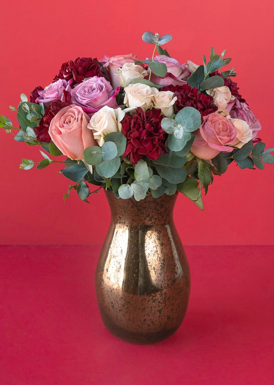 Imagen para Rosas lila y mini rosas en jarrón jaspeado - 1