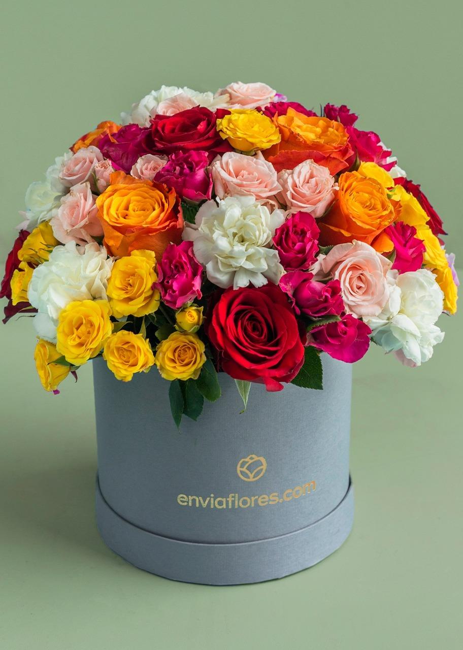 Imagen para Rosas rojas y Mini rosas en Caja - 1