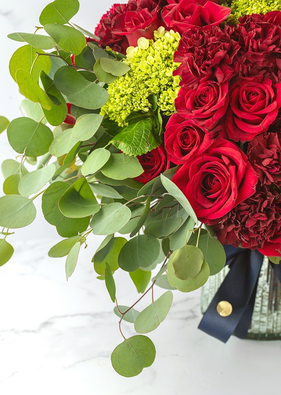 Imagen para Red roses and hydrangea in vase - 1