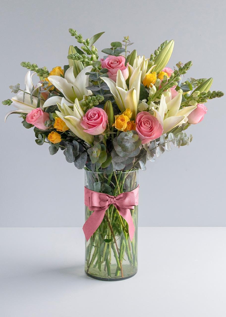 Imagen para Rosas rosas y Lilys en jarrón - 1