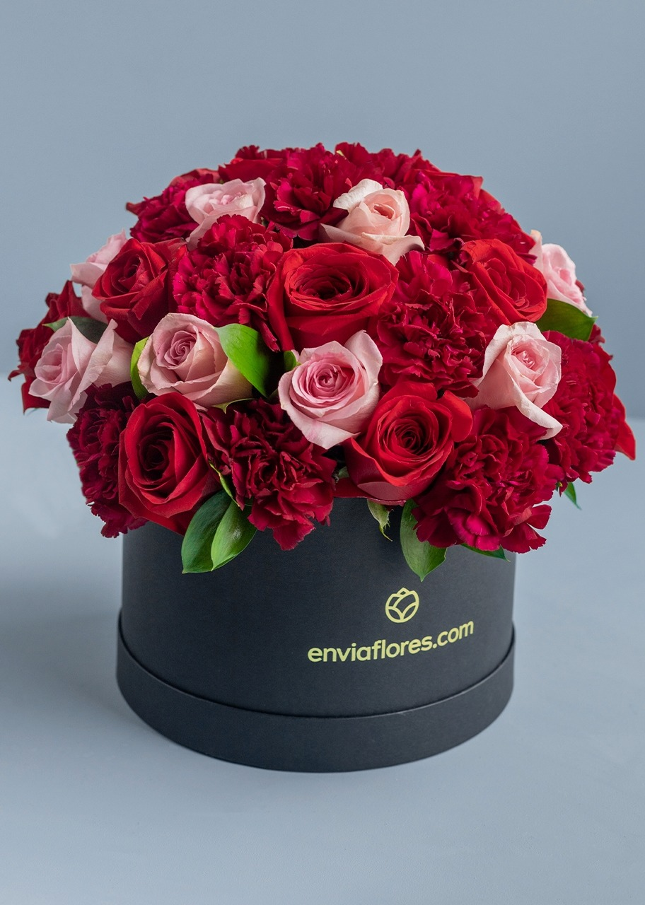 Imagen para Flower Box with 28 Roses and Carnations - 1