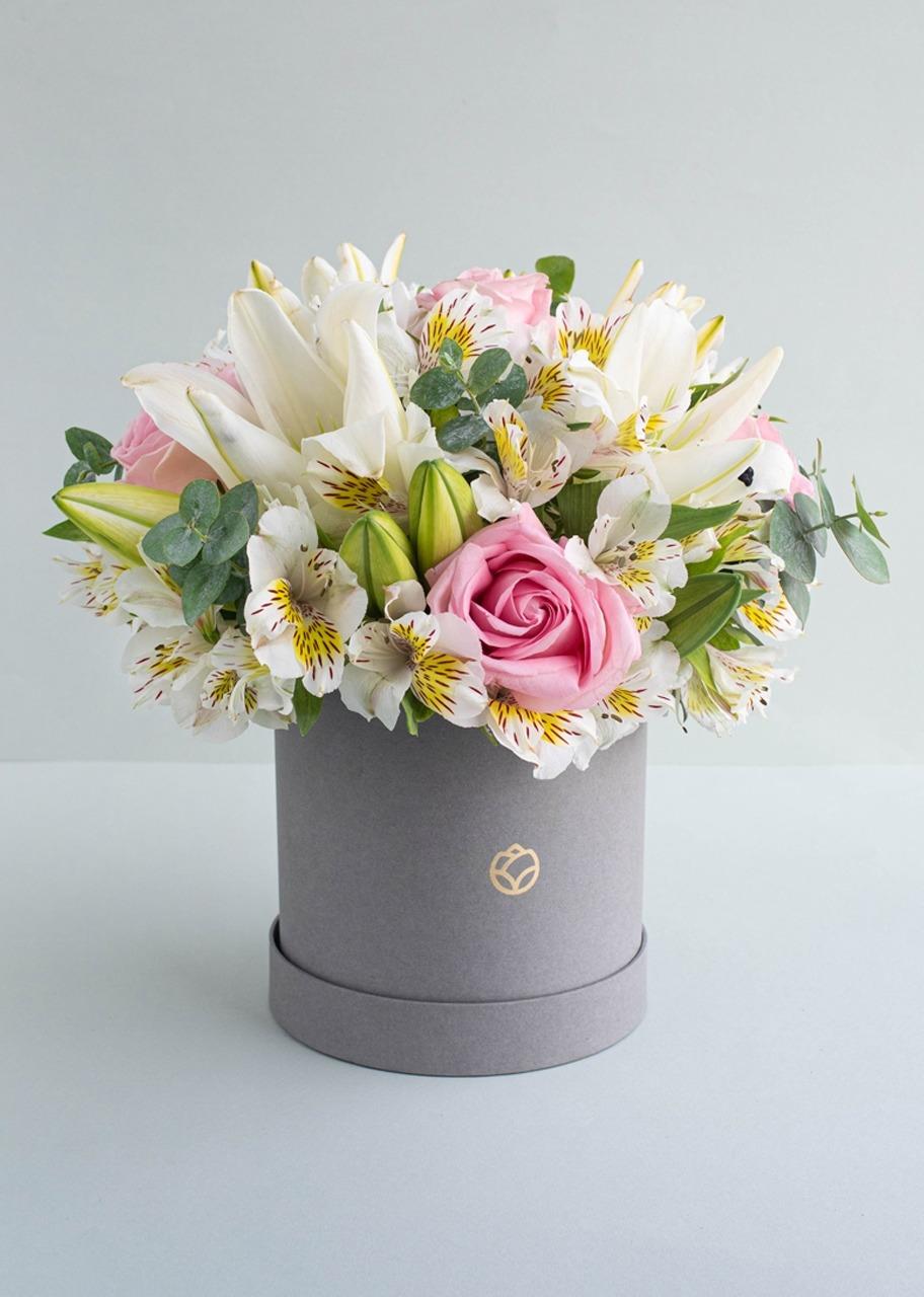 Imagen para Rosas y Lilys en caja gris - 1