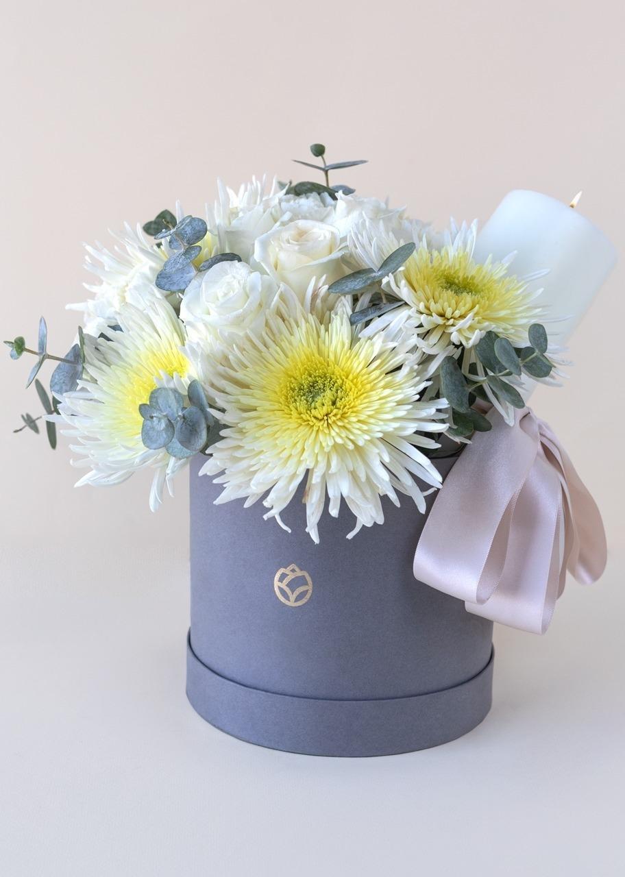 Imagen para Rosas y claveles en caja con Cirio - 1