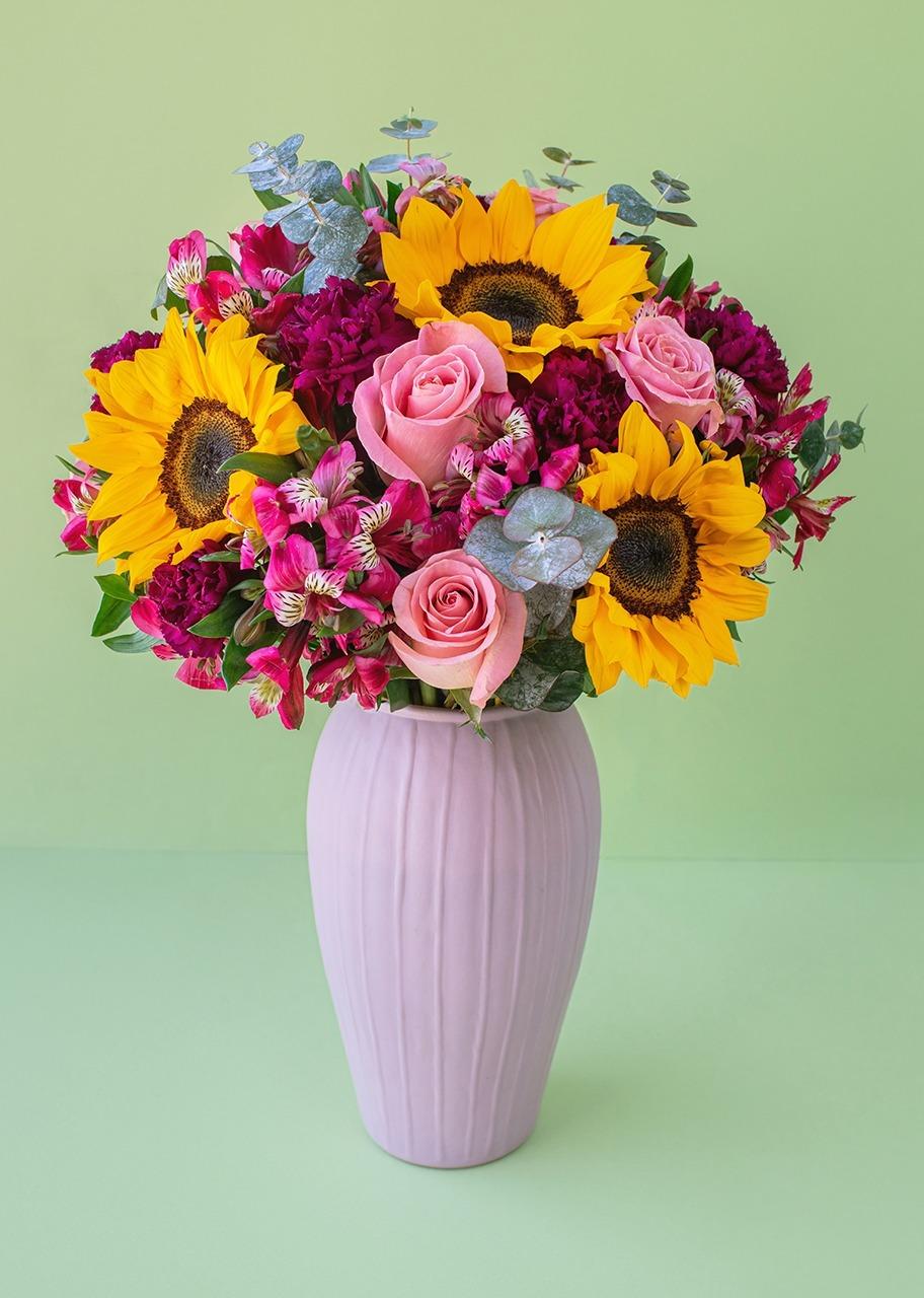 Imagen para Rosas y girasoles en jarrón rosa - 1
