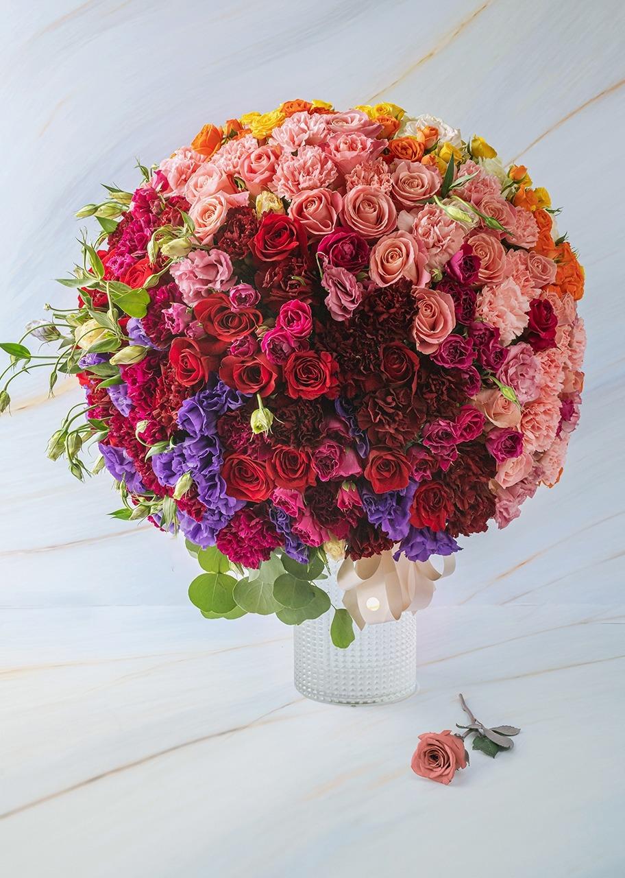 Imagen para Rosas y mini rosas combinadas en jarrón - 1