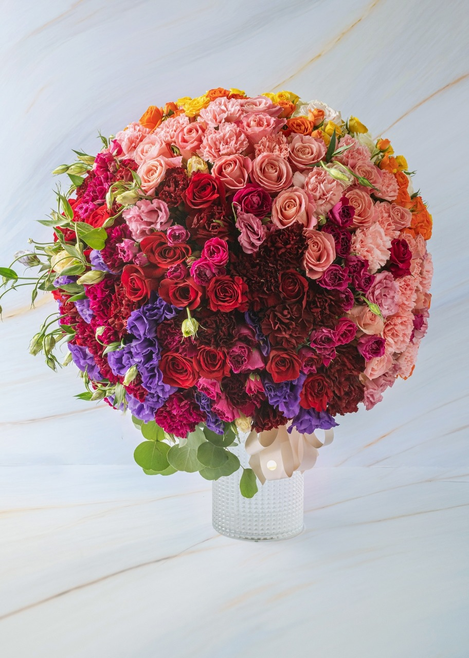 Imagen para Roses and mini roses combined in vase - 1