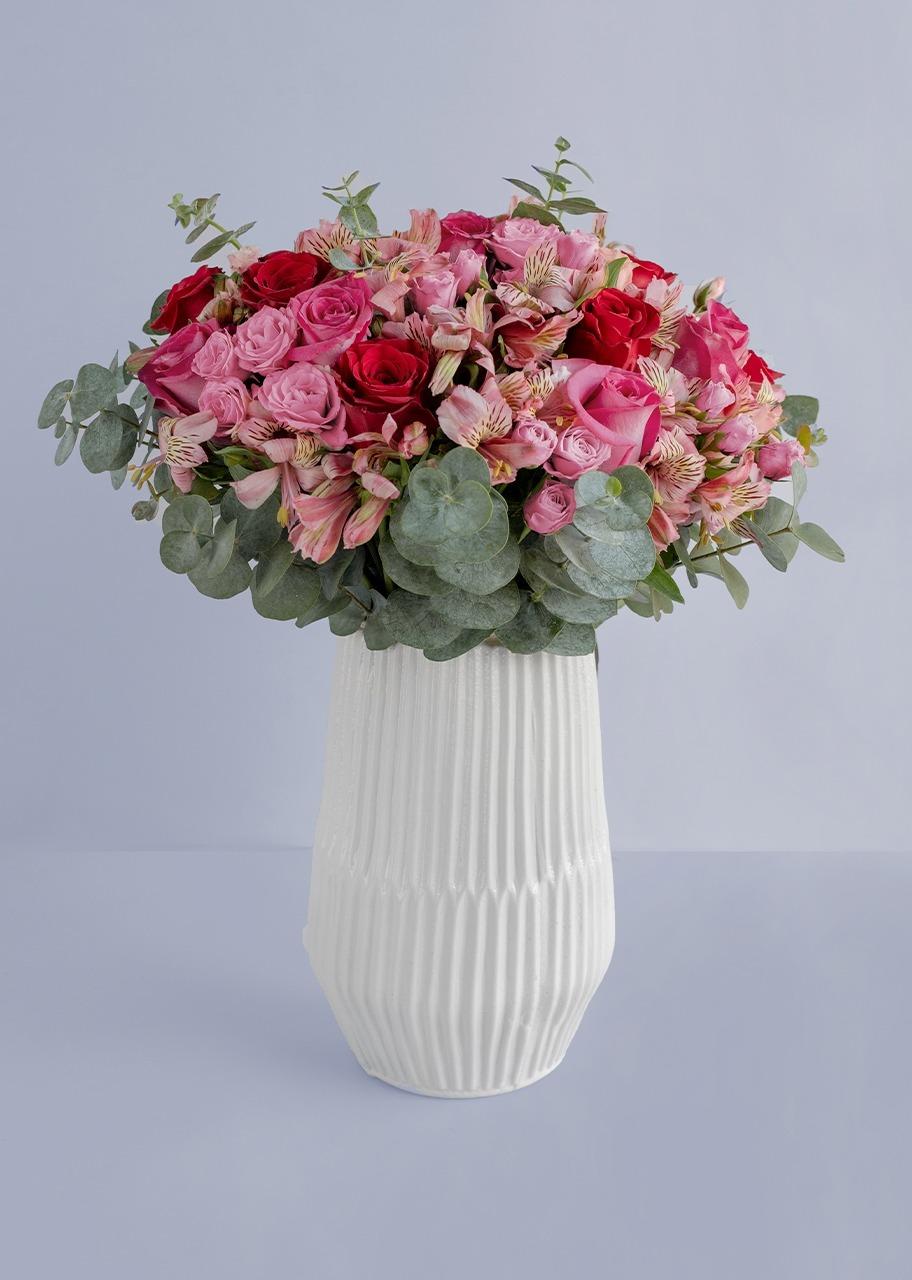 Imagen para Rosas y mini rosas en Jarrón Blanco - 1