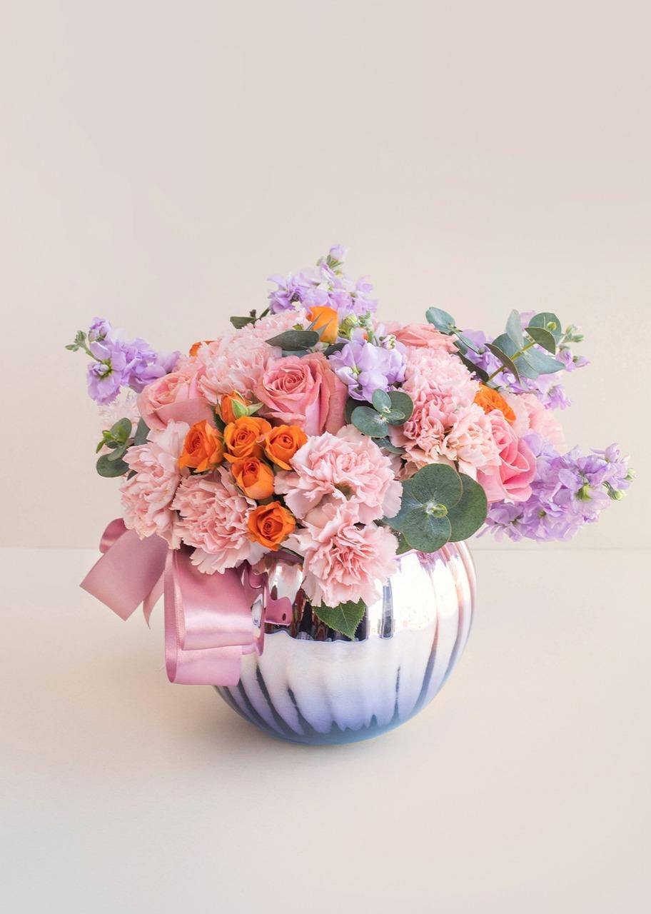 Imagen para Roses and mini roses in rose gold vase - 1