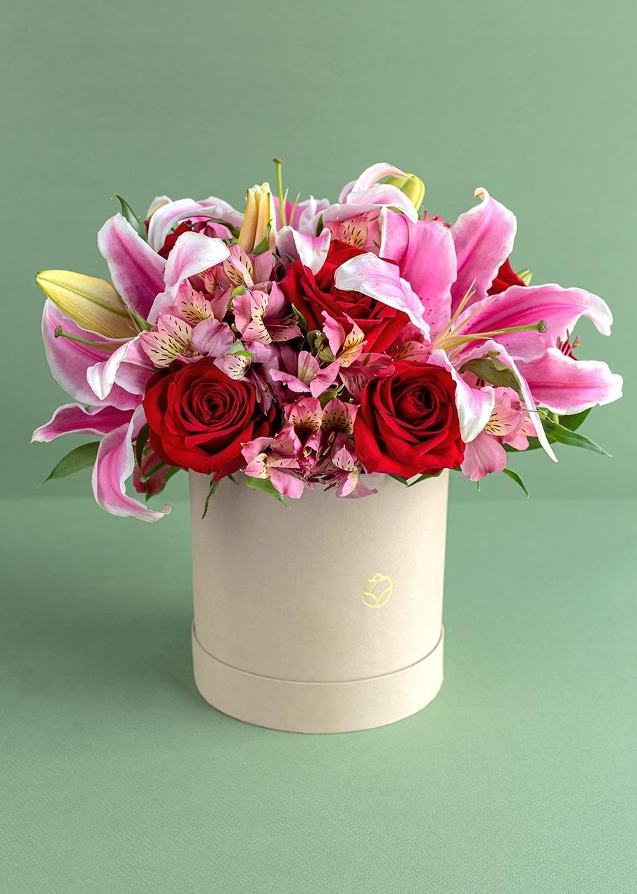Imagen para Rosas y stargazer en caja - 1