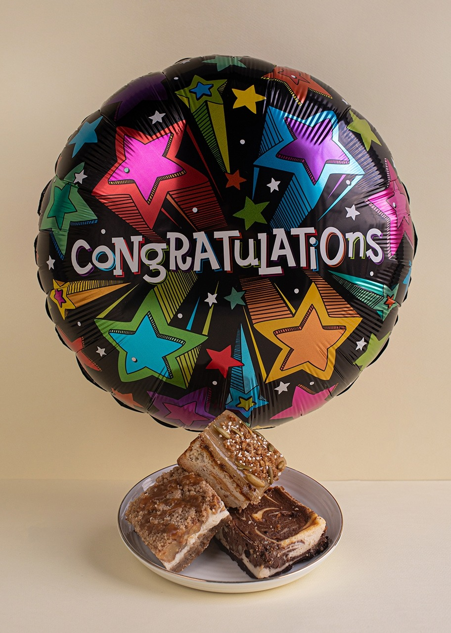 Imagen para Trio of Cheesecakes with Congratulations Balloon - 1