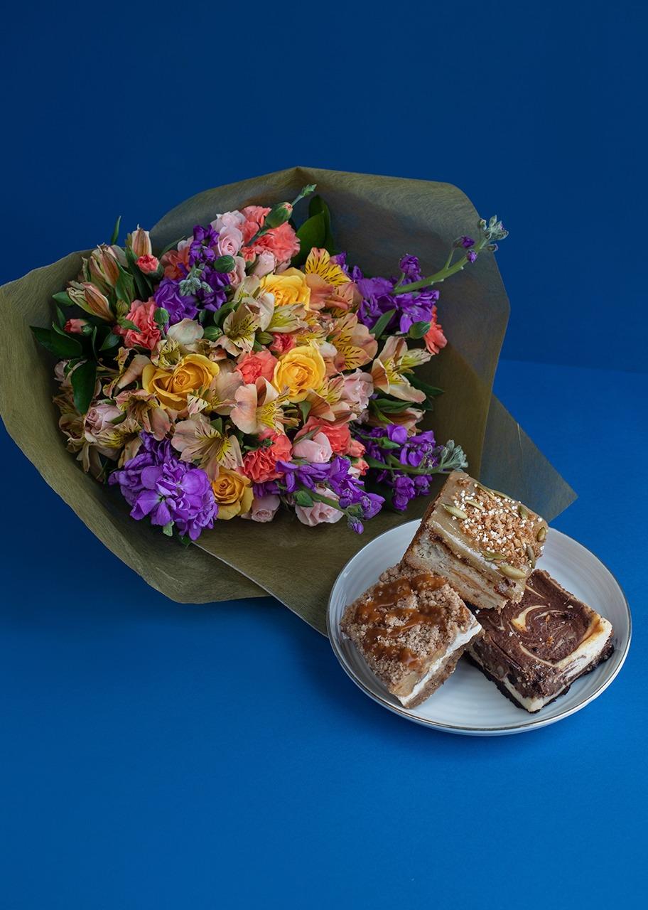 Imagen para Trío de Cheesecakes con Ramo de Rosas Amarillas - 1