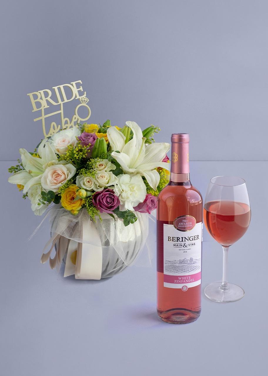 Imagen para Vino Rosado Beringer con Rosas Lilas y Claveles con Topper en Pecera Gris - 1