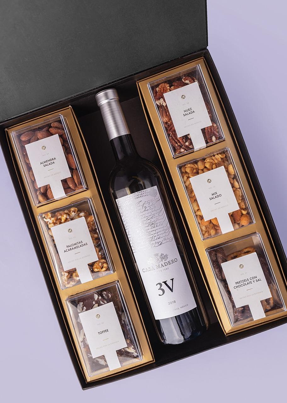 Imagen para Vino tinto 3V Casa Madero Canasta negra - 1