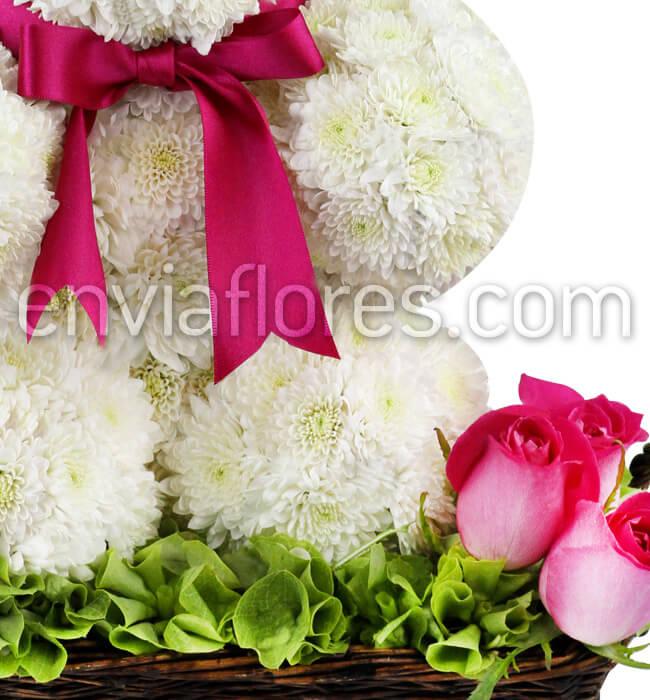 Envía Arreglo Floral En Forma De Osito En Canasta Enviaflorescom