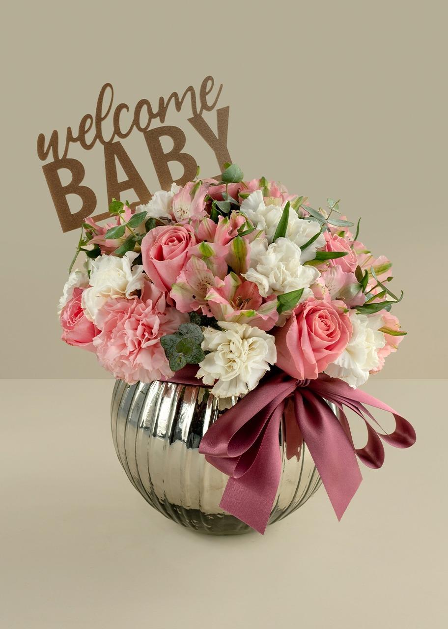 Imagen para Rosas rosa y claveles en pecera gris - 1