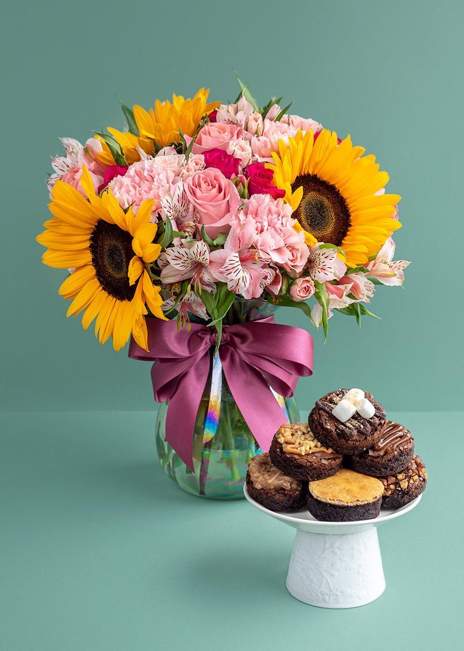 Imagen para Girasoles y mini rosa con brownies - 1