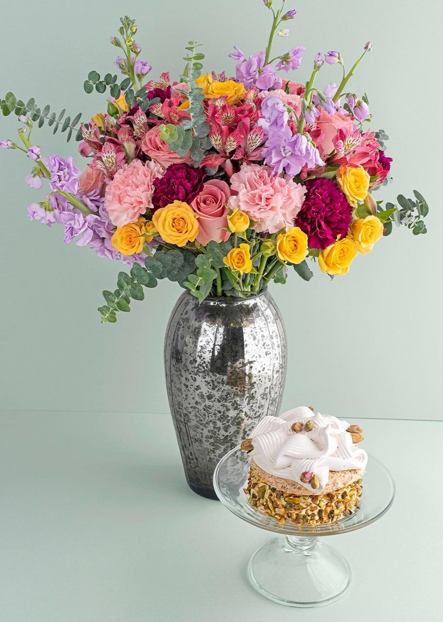 Imagen para Rosas y mini rosas con pastel pistache - 1