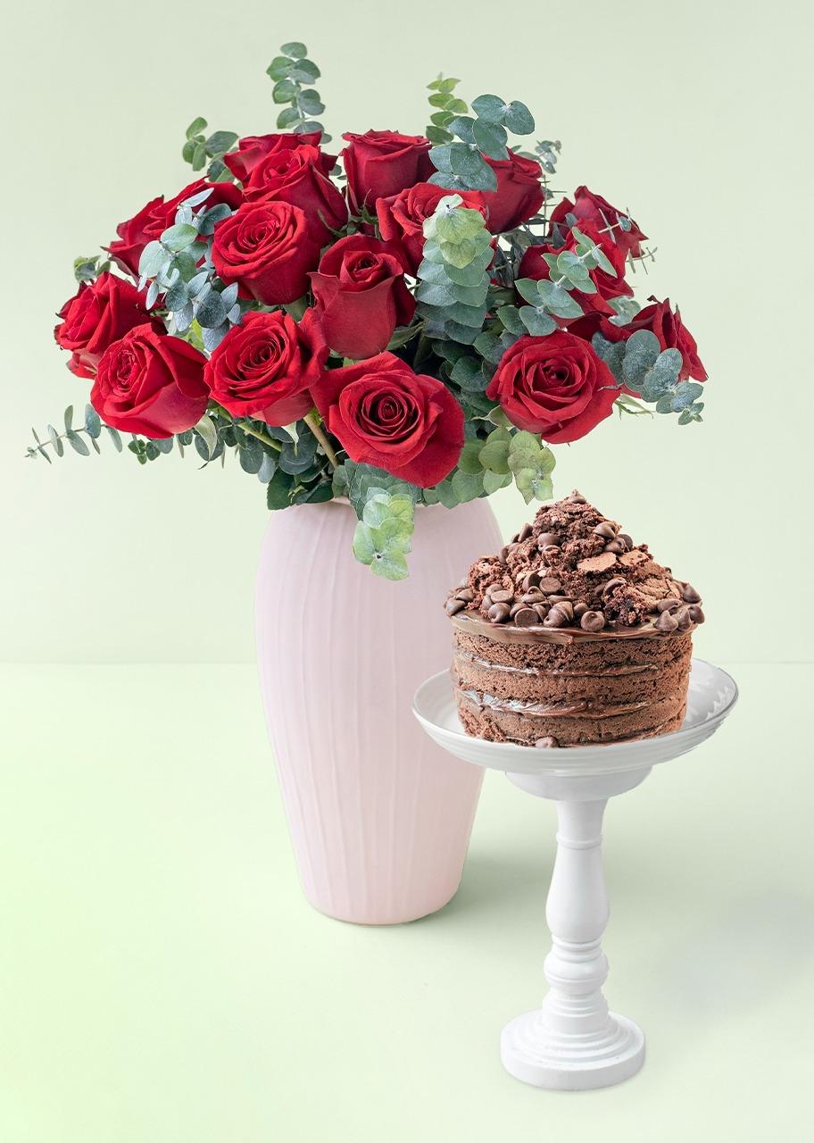 Imagen para 24 Rosas Rojas en Jarrón Rosa con Pastel de Chocolate - 1
