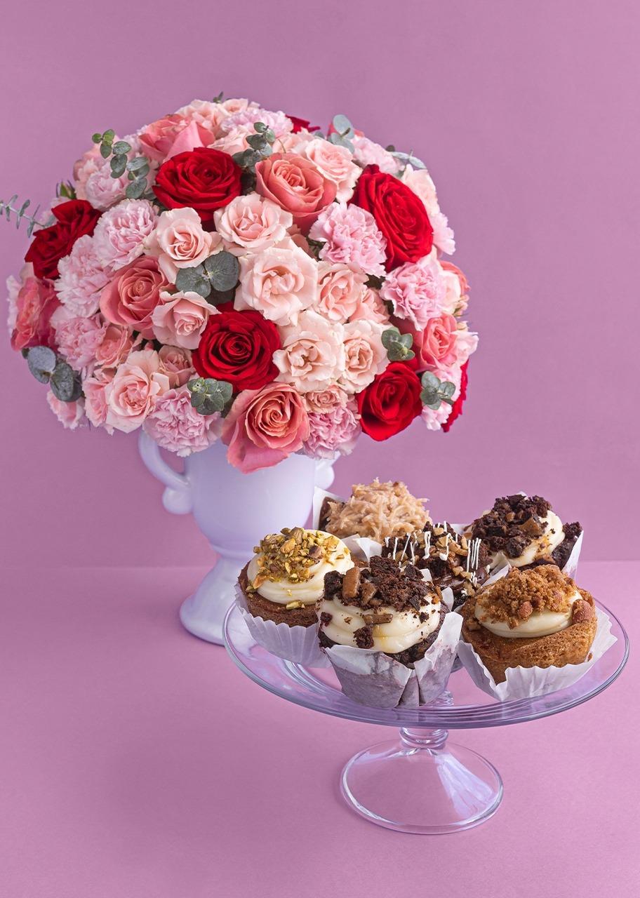 Imagen para Rosas y mini rosas en copa de cerámica y Muffins - 1