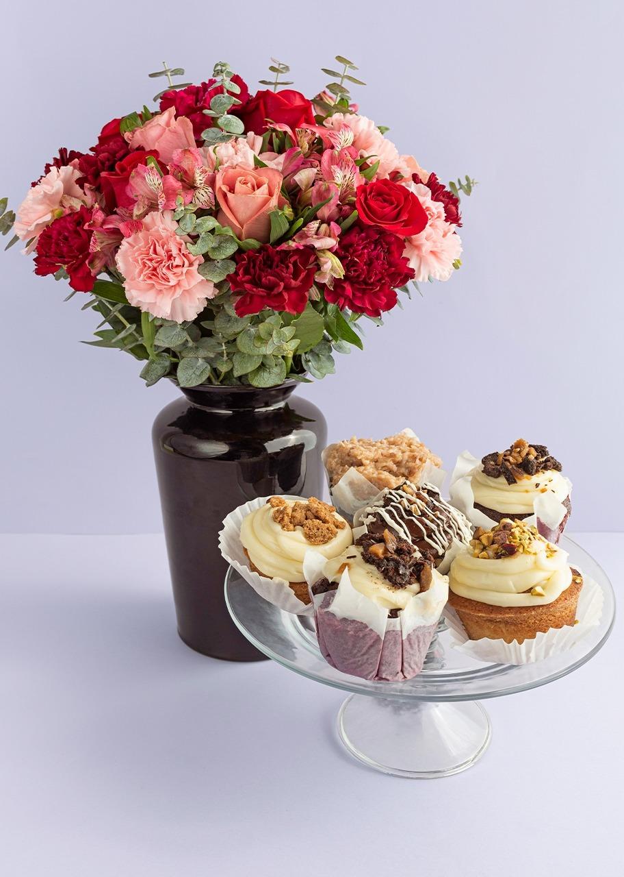 Imagen para Rosas y claveles en jarrón negro con Muffins - 1