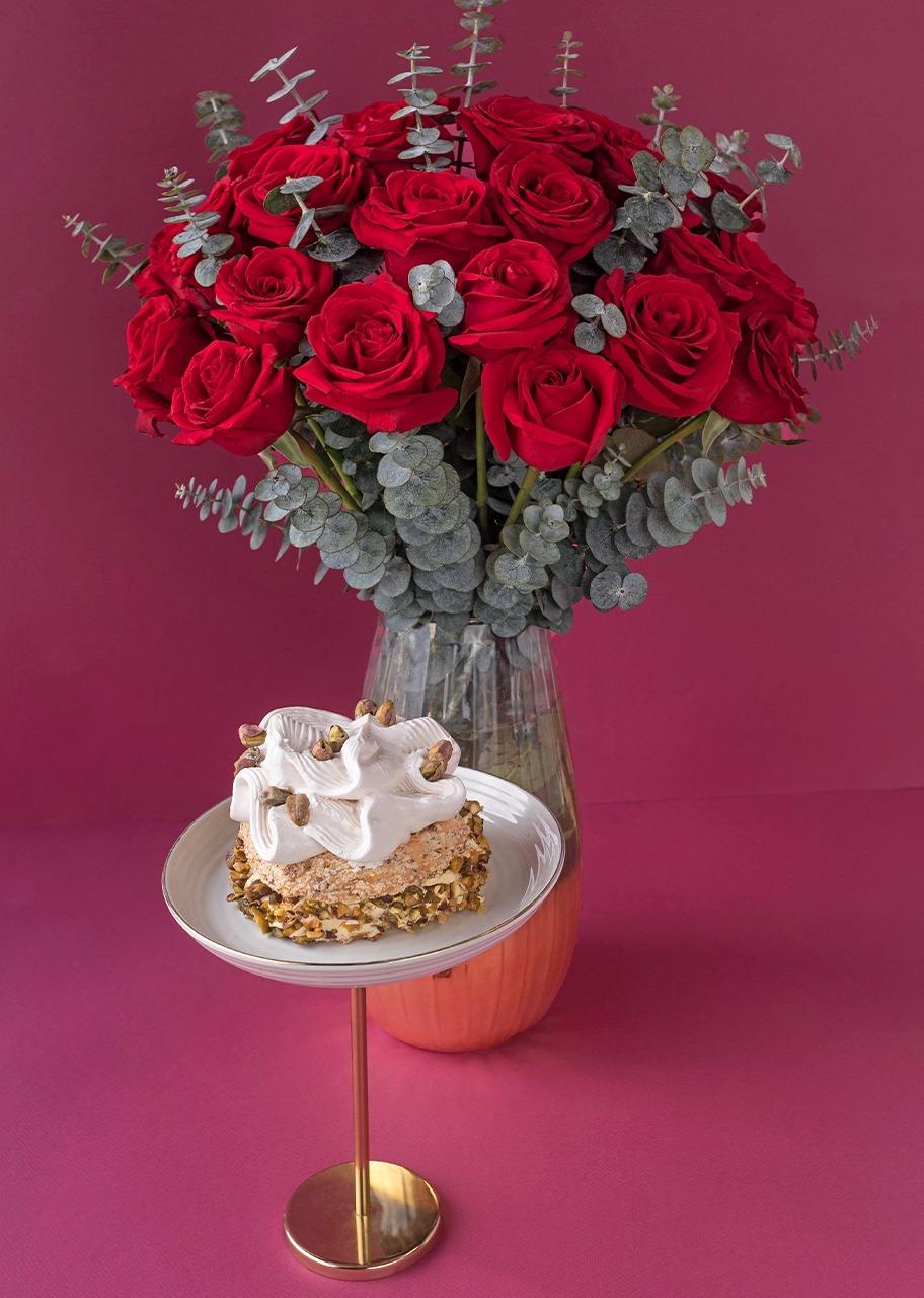 Imagen para 24 Rosas rojas y pastel pistache individual - 1