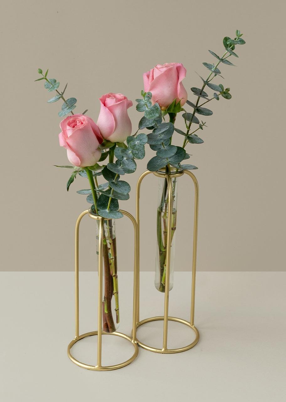 Imagen para Rosas rosa  en violetero dorado - 1