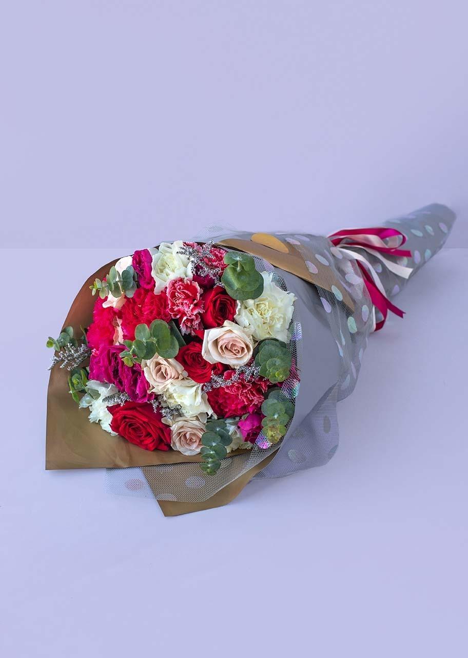 Imagen para Ramo de Rosas rojas y claveles blancos - 1