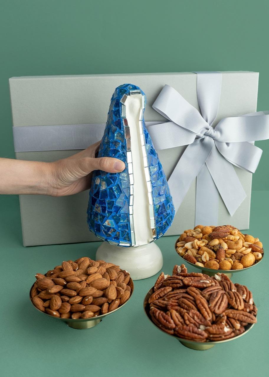 Imagen para Kit Virgen con distintivo azul y botanas - 1