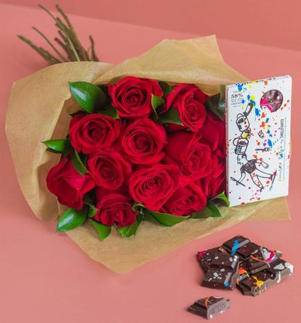 Regalo Chocolate con Bouquet de Rosas