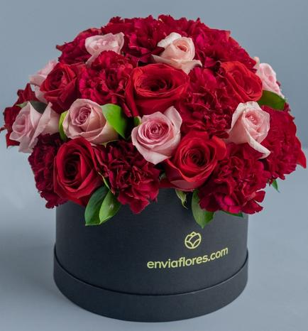Flower Box with 28 Roses and Carnations